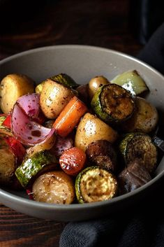 Balsamic glazed roasted vegetables - Easy recipe for roasted vegetables which get coated with a delicious, sticky, sweet and savory balsamic glaze. Subtitute maple syrup for the honey to make it vegan. Glazed Vegetables, Grilled Vegetables, Roasted Balsamic Vegetables, Veggies, Vegetarian Recipes, Cooking Recipes, Healthy Recipes, Easy Recipes, Diet Recipes