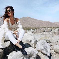 Pin for Later: 9 Blogueuses Californiennes à Suivre de Toute Urgence Sur Instagram Neon Blush Qui Est Elle: Jenny Ong D'où Vient Elle: Los Angeles Son Style: Crop tops, pantalons taille hautes, talons bloc, et chapeaux.