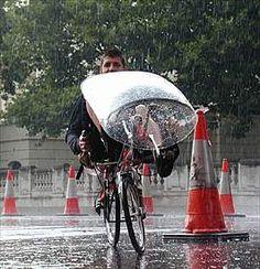 Streamer auf Street Machine Gt im Londoner Regen