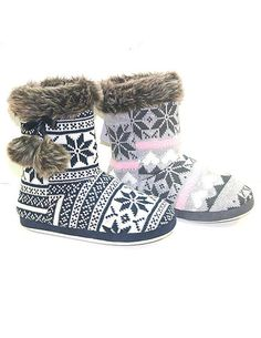 Really want some of these cozy house slippers! Cute Slippers, Ballerina Slippers, Fur Boots, Heeled Boots, Fluffy Socks, Nike Heels, Cozy Fashion, Slipper Boots, Cool Boots
