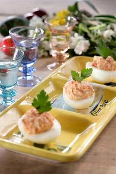 What to do with all those leftover boiled red Easter eggs? devlil' em the Greek way!