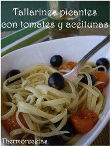 Tallarines picantes con tomates y aceitunas