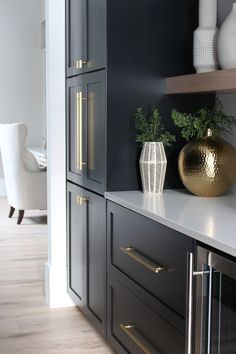 Home Decoration Ideas Modern butler's-pantry-black-cabinets-white-oak-floating-shelves-gold-hardware-marble-quartz.Home Decoration Ideas Modern butler's-pantry-black-cabinets-white-oak-floating-shelves-gold-hardware-marble-quartz Home Decor Kitchen, Kitchen Interior, New Kitchen, Kitchen Ideas, Kitchen Layout, Rustic Kitchen, Kitchen Inspiration, Awesome Kitchen, Kitchen Tips