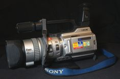 Sony DCR-VX 2000E (2000) Sony, Walkie Talkie, Camcorder, Camera, Movie Camera