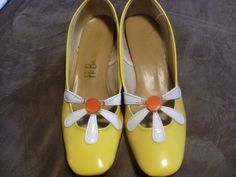 vintage yellow patent leather daisy shoe by wiredntiedupinknotts