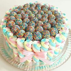 Fofura de bolo com by ! Torta Candy, Candy Cakes, Cupcakes, Cupcake Cakes, Beautiful Cakes, Amazing Cakes, Cake Recipes, Dessert Recipes, Occasion Cakes