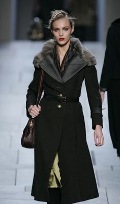 Fur Fashion Trends, Autumn 2005 & Winter 2006 - Fashion Looks in Furs - Fashion History, Costume Trends and Eras, Trends Victorians - Haute Couture Fur Fashion, Fashion Looks, Fashion Trends, Romantic Period, Frock Coat, Russian Fashion, Pretty Shoes, Fur Trim, Fashion History