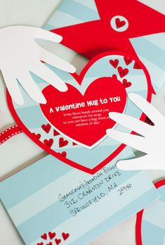 Free printable Valentine hug. #Valentines #printable
