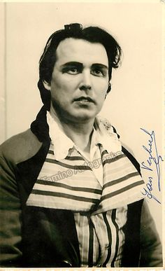 Belgian tenor (1915-2003), signed photo postcard, shown in the title role as Andrea Chenier. Size is 3.25 x 5.25 inches.