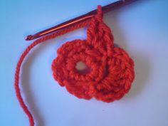 Silles hantverk: Virkad blomma Crochet Flowers, Crochet Necklace, Crochet Ideas, Madrid, Jewelry, Jewlery, Jewerly, Crocheted Flowers, Schmuck