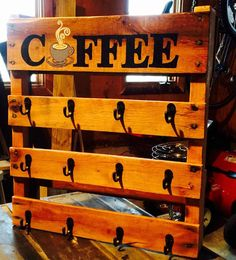 COFFEE MUG RACK! This beauty is just what you need to help you wake up in the morning! This coffee Mug Rack is made from reclaimed woo… Coffee Mug Storage, Coffee Cup Rack, Coffee Mug Display, Coffee Cups, Woodworking Images, Woodworking Projects, Mug Rack, Coffee Bar Home, Pallet Crafts