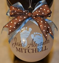 Cher's Signs by Design: Personalized Ornaments . I want this for the baby's first Christmas :) Noel Christmas, Christmas Projects, Holiday Crafts, Holiday Fun, Christmas Bulbs, Christmas Decorations, Christmas Globes, Diy Christmas Ornaments, Navidad Diy