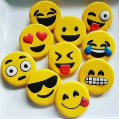 Cookies in Chicago ( Polymer Clay Crafts, Diy Clay, Cookie Pictures, Cute Emoji, Birthday Favors, Birthday Emoji, Rock Crafts, Baby Shower Favors, Clay Art