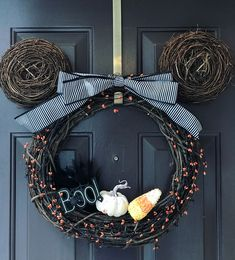 Mickey Mouse Halloween Wreath by Mickey Mouse Wreath, Mickey Mouse Halloween, Halloween House, Holidays Halloween, Halloween Crafts, Halloween Ornaments, Disney Home Decor, Disney Diy, Disney Crafts