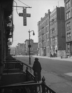 Harlem street scene, 1943. Photo: Gordon Parks. #NewYorkNewYork