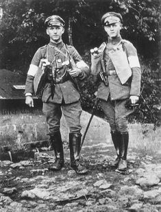 Lieutenant Ernst Jünger (left) with lieutenant Von Klienitz before a fighting patrol at Regnieville in 1917. Later, Ernst Jünger will become friends with André Gide, Jean Cocteau, Pablo Picasso and experience with LSD. The complexity of men is fascinating.