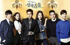 HEIRS: Kim Tan (Lee Min Ho) es enviado a estudiar al extranjero por su medio hermano mayor Kim Won (Choi Jin Hyuk) que planea tomar el negocio familiar. En USA, Kim Tan se encuentra con Cha Eun Sang (Park Shin Hye), quien llegó en busca de su hermana mayor. Tan pronto la conoce se siente atraído por ella, pero cuando su novia Rachel Yoo (Kim Ji Won) llega a buscarlo, su corazón se debate entre el amor y el deber. Mientras tanto Choi Young Do (Kim Woo Bin) se enamora perdidamente de Eun Sang. Choi Jin Hyuk, Ahn Jae Hyun, Kang Min Hyuk, Lee Hyun Woo, Heirs Korean Drama, Korean Drama Stars, Korean Drama List, The Heirs, Drama Korea