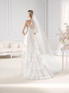 """Espalda del #vestido de #novia de la colección """"La Sposa 2015"""" con corte columna con volantes y de cuello alto. Modelo EMELINA. chantu.es"""