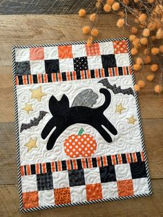 Mini kitty with pdf pattern Halloween Quilt Patterns, Halloween Quilts, Halloween Sewing Projects, Halloween Crafts, Halloween Ideas, Halloween Eve, Halloween Tricks, Haunted Halloween, Family Halloween