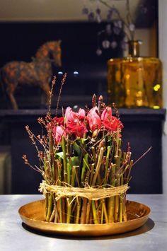 Workshop 2021 – Bloemschikkenroosendaal Modern Floral Arrangements, Flower Arrangement Designs, Church Flower Arrangements, Ikebana Arrangements, Flower Centerpieces, Table Centerpieces, Flower Vases, Diy Party Decorations, Decoration Table