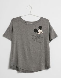 BSK Mickey Mouse pocket T-shirt. Mickey Mouse Outfit, Mickey Mouse T Shirt, Casual T Shirts, Cool T Shirts, Disney Outfits, Cute Outfits, Teen Fashion, Fashion Outfits, Personalized T Shirts
