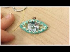 Beading4perfectionists : 3D Beaded pyramid pendant or earrings. Triangle & RAW beading tutorial - YouTube