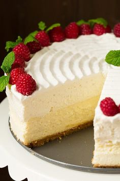 Made with graham layer, cheesecake layer, white chocolate mousse layer and finished with sweet whipped cream. Just Desserts, Delicious Desserts, Yummy Food, Baking Recipes, Cake Recipes, Dessert Recipes, Baking Ideas, 21 Day Fix, Vanilla Bean Cheesecake