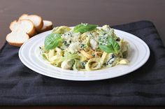 Pesto Fettuccine Alfredo- Basil pesto and spinach fettuccine Alfredo. Spinach Fettuccine, Chicken Fettuccine, Fettuccine Alfredo, Pasta Recipes, Chicken Recipes, Cooking Recipes, Meals To Make With Chicken, Friend Recipe, 30 Minute Meals