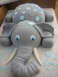 Elephant cake! I know its meant for baby showers but I LOVE ELEPHANTS. I WANT AN ELEPHANT CAKE!!