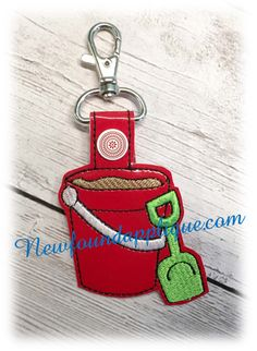 In the Hoop Pail and Shovel Key Fob Embroidery Machine design Applique Embroidery Designs, Machine Embroidery Applique, Machine Design, Janome, Key Fobs, Shovel, Keychains, Free Design, Hoop