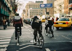 Winter riding by Vince Munoz on – Sport is lifre Urban Cycling, Urban Bike, Velo Design, Bike Messenger, Bike Photography, Bike Style, Cycling Outfit, Bike Life, Courses
