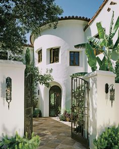Stunning Mission Revival And Spanish Colonial Revival Architecture Ideas 11 Hacienda Style Homes, Spanish Style Homes, Spanish House Design, Spanish Style Decor, Spanish Colonial Homes, Spanish Revival, Dream Home Design, My Dream Home, Mediterranean Homes Exterior