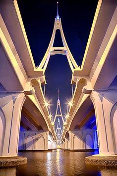 Under The Floating Bridge (Arabic: الجسر العائم ). A pontoon bridge (floating bridge) located in Dubai, United Arab Emirates. By Mazen Abdulmalek. Dubai, Beautiful Architecture, Art And Architecture, Bridge Design, Covered Bridges, United Arab Emirates, Civil Engineering, Paths, Beautiful Places