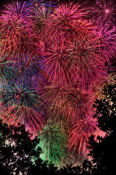 Glorious Gunpowder - One of many fine pyrotechnic displays at the 2008 Yokohama Bay Fireworks Festival as seen from Yamashita Park, Yokohama, Japan. Fireworks Festival, Fireworks Art, Fireworks Displays, Fireworks Photography, Fire Works, Hanabi, Yokohama, Sparklers, Night Skies