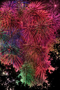 vva: I watched these fireworks for 11 years at  Yamashita Park, Yokohama Bay Fireworks Festival, Japan