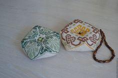 Купить Игольница-бискорню - комбинированный, Вышивка крестом, вышивка ручная, игольница, Бискорню, подарок женщине