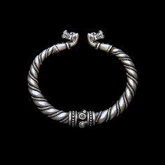 Bracelet with wolves heads (silver/bronze) viking. Bracelet from Gotland.  Viking Brooch with animal headed. Viking bracelet