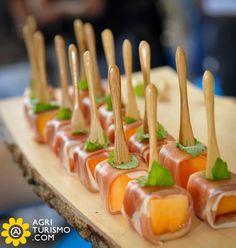 Una buona serata a tutti i nostri fans con alcuni stuzzichini buonissimi: Prosciutto di Parma e Melone! Ecco chi ce lo ha preparato: http://www.agriturismo.com/dettaglioAgriturismo.asp?idLingua=1&id=12 #agriturismo #parma #emilia #romagna #ricette #italia #aperitivo