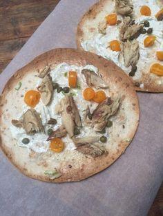 Tortizza met makreel recept van foodblog Foodinista Creme Fraiche, Vegetable Pizza, Foodies, Bread, Fish, Vegetables, Drinks, Beverages, Veggies