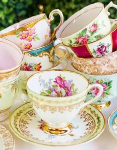 Dear Mismatched Teacups, Again: Why does your beauty have to siren-call to me, and why aren't you available more often, and more cheaply, in more flea markets? Still Sincerely, Me. :p