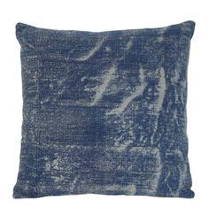 Mooie en kwalitatieve kussens kun je nooit genoeg hebben. Daarom hoort woonkussen Antalya ook op jouw bed of bank thuis voor decoratie en comfort. Het woonkussen is gemêleerd dat geeft een speels effect. Sierkussen Antalya heeft een mooie blauwe kleur en is gemakkelijk te combineren met andere kussens. Het kussen is gemaakt van textiel en is inclusief binnenvulling. De afmeting van sierkussen Antalya in het blauw is 50x50.