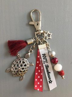 Discover recipes, home ideas, style inspiration and other ideas to try. Bracelet En Cuir Diy, Diy Leather Bracelet, Leather Keychain, Clay Keychain, Tassel Keychain, Keychains, Wire Crafts, Jewelry Crafts, Handmade Jewelry