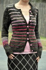 Oh lá lá is a basic seamless cardigan worked from the top-down, with set-in sleeves and carefully placed pockets.