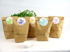 Geschenkverpackungen - HASENQUINTETT ! 5 Ostertüten mit bunten Aufklebern - ein Designerstück von Ixi-und-Frida bei DaWanda