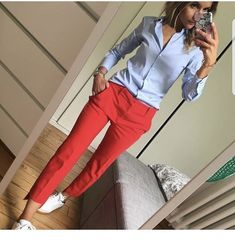 Blue shirt and red pants - fashion beauty - Business Outfits for Work Summer Work Outfits, Casual Work Outfits, Mode Outfits, Work Attire, Work Casual, Spring Outfits, Office Outfits, Casual Pants, Preppy Work Outfit