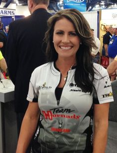 Jessie Duff, Taurus sharp shooter, NRA rep and 2nd amendment advocate! Loving this hairstyle.