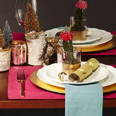 Get creative with your table top décor and try something simple and totally unique, like these DIY cactus place settings! Place Settings, Table Settings, Holiday Crafts, Holiday Decor, Show Me The Money, Life Changing, Decorating Your Home, Christmas Ideas, Projects To Try