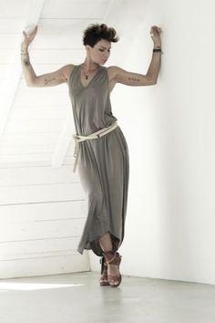 Sukienka Classic Capuccino - sukienka, midi, beżowa, za kolano