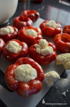 Gogosari umpluti cu conopida pentru iarna (1) Avocado Salad Recipes, Deli Food, Good Food, Yummy Food, Romanian Food, Fermented Foods, Canning Recipes, Food To Make, Cake Recipes