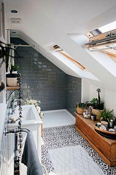 Le modèle de salle de bain zen et nature qui nous veut du bien en plus de 80 photos - Archzine.fr Bathroom Inspo, Bathroom Styling, New Room, Organization Hacks, Master Suite, Home Projects, Home And Family, Sweet Home, Loft